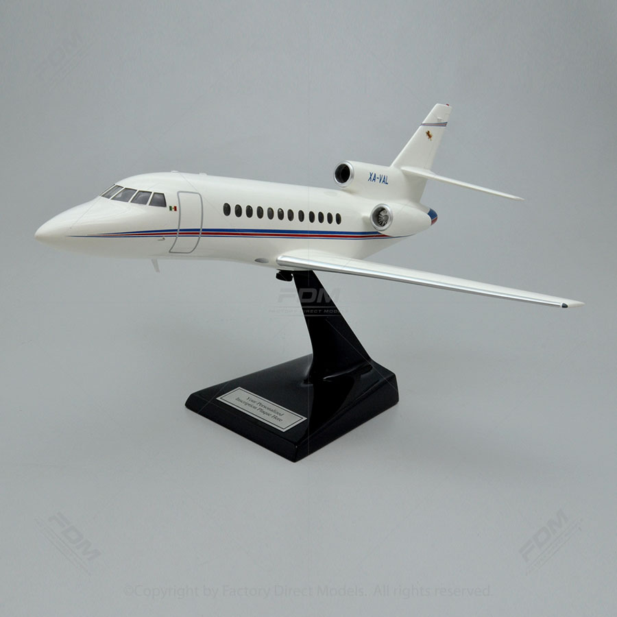 Dassault Falcon 900B Scale Model with Detailed Interior