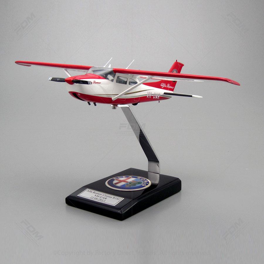 Cessna R182 Skylane Model with Detailed Interior