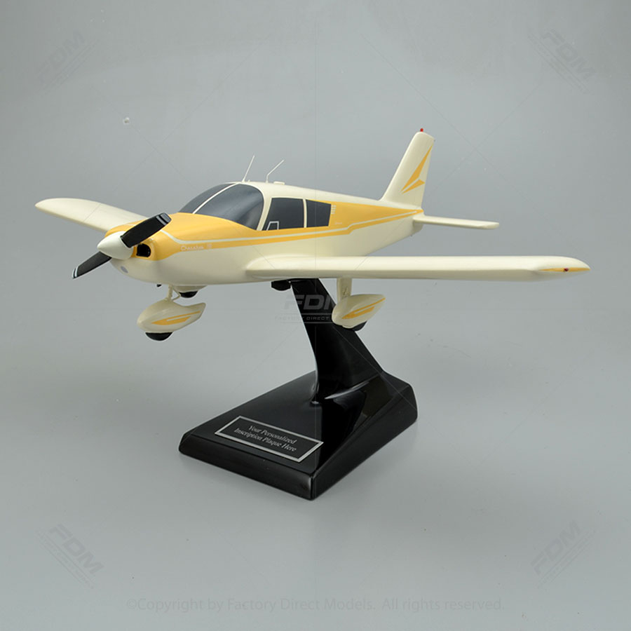 Piper PA-28-160 Cherokee 160 Model Airplane