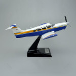 Piper PA-32RT-300 Lance II Scale Model Airplane with Detailed Interior