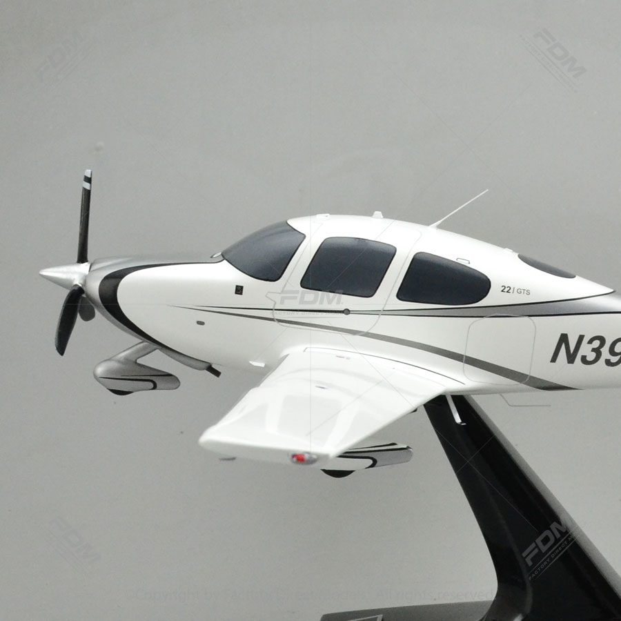 Cirrus SR22 Model
